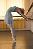 Ballerina in classe di balletto — Foto Stock