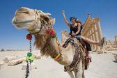 骑在骆驼上 — 图库照片
