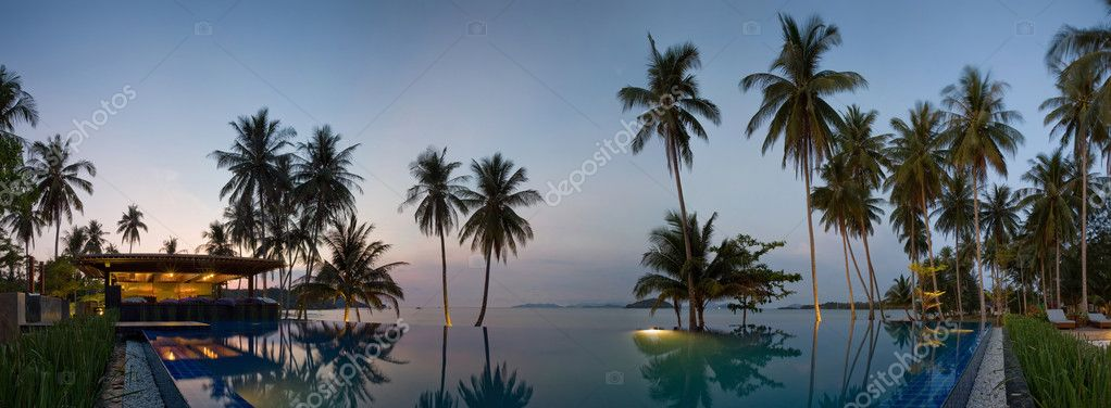 Sunset in Thailand resort near with waterpool — Stock Photo #8583957