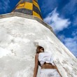 Girl near lighthouse — Stockfoto