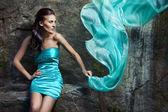 蓝色的连衣裙的女孩 — 图库照片