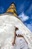 Ragazza vicino Faro — Foto Stock