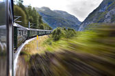 Tren hareket halinde — Stok fotoğraf