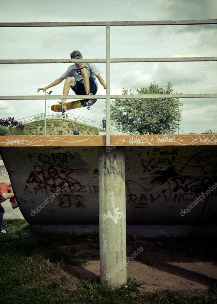 Czestochowa, Poland - July 2011 : A skateboarder performs a trick in public skatepark in Czestochowa city, Poland — Photo #8961959