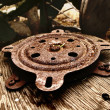 Photo of wooden wheel with rusty metal - Foto Stock