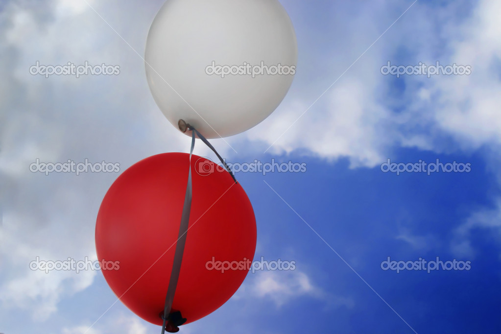 Red and white balloons with sky behind — Stock Photo #8448934