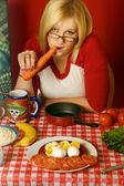 Young woman eating a carrot — Stock Photo