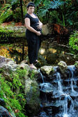 Pregnant Woman in Lush Setting — Stock Photo