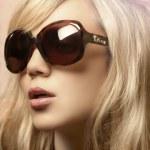 güneş gözlüklü kız fotoğrafı — Stok fotoğraf