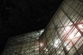 Vidrio moderno en la noche — Foto de Stock