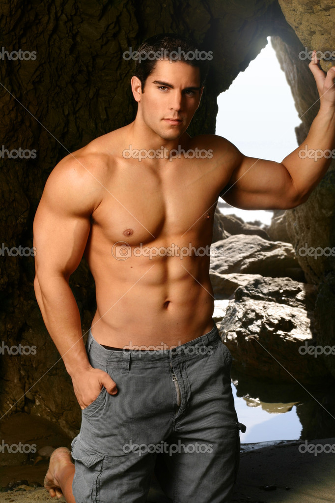 Shirtless bodybuilder with arms extended — Stock Photo