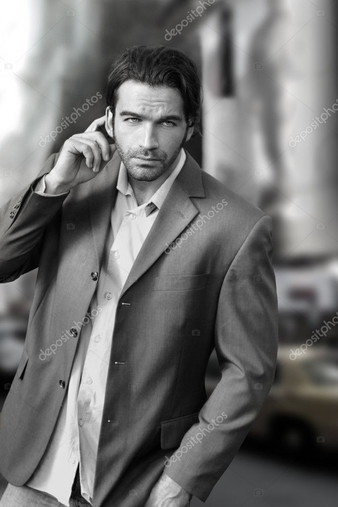 Portrait of a cool businessman in the city — Stock Photo #9286265