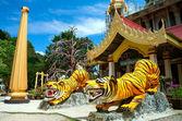 Chedi på tiger cave temple, krabi, söder om thailand — Stockfoto