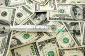 şırınga ve dolar — Stok fotoğraf