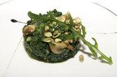 Een salade van bonen en paddestoelen — Stockfoto