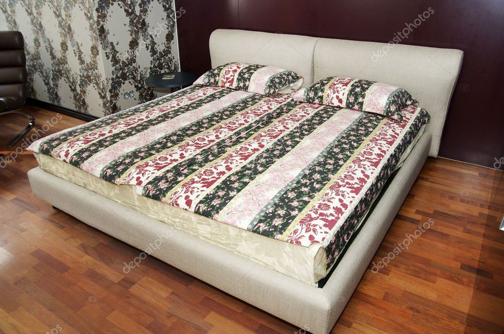 King size bed in Bedroom Living Room — Stok fotoğraf #9922459