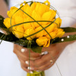 Yellow wedding flower in the hands of bride — 图库照片