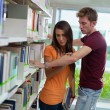 Couple breaking up in library - Foto Stock