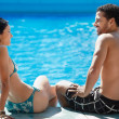 Foto Stock: Young couple doing honeymoon in resort