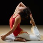 Hispanic woman doing stretching and yoga — Stock Photo