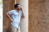 Man talking on cellphone — Stock Photo
