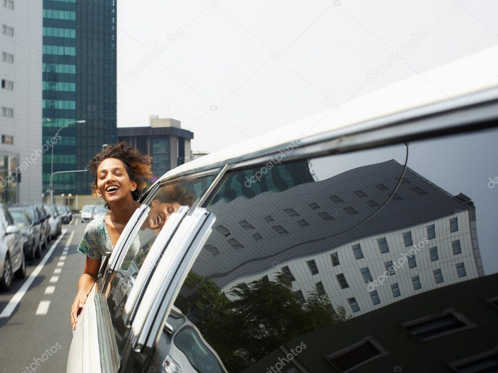 Hispanic woman in limousine with head out of car window. Horizontal shape, copy space — Foto Stock #9302446