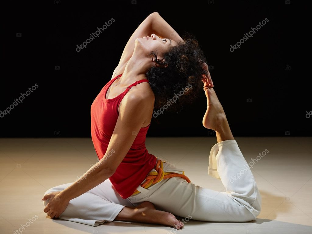 Portrait of young adult latin american female doing yoga exercise in gym. Horizontal shape, full length, side view, copy space — Stock Photo #9306663