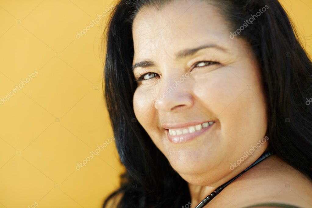 Зрелая женщина в желтом фото 736-799