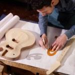 Italian artisan working in lutemaker workshop — Stock Photo