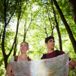 Young couple looking at map during trek — Stock Photo