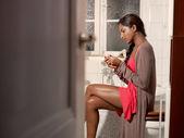 Happy woman with pregnancy test kit — Stock Photo