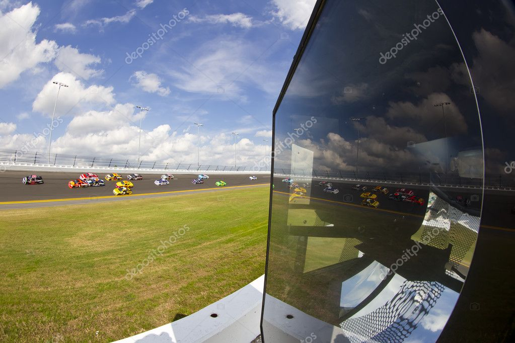 Daytona Beach, FL - Feb 23, 2012:  The NASCAR Sprint Cup teams take to the track for the Gatorade Duel 1race at the Daytona International Speedway in Daytona Beach, FL. — Stock Photo #9380443