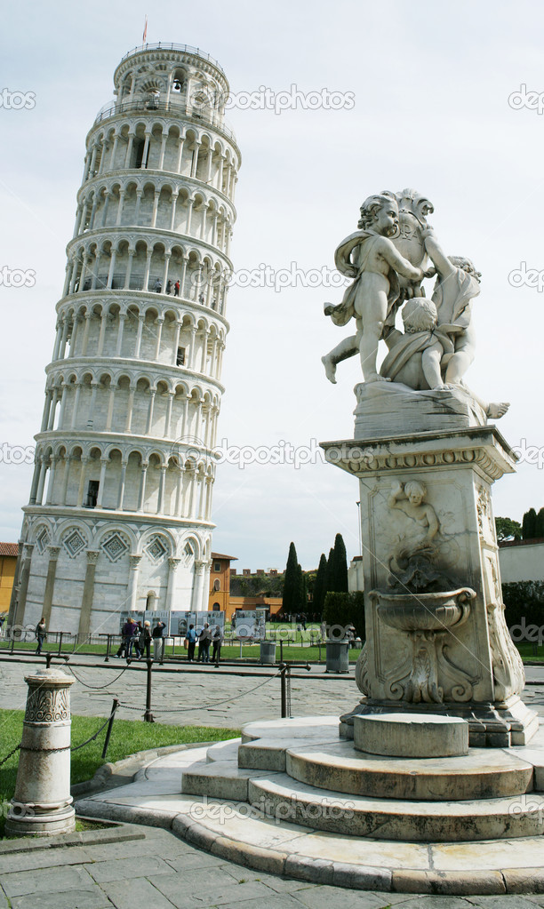 Photo of the famous leaning Tower of Pisa, Tuscany, Italy — Stock Photo #10079371