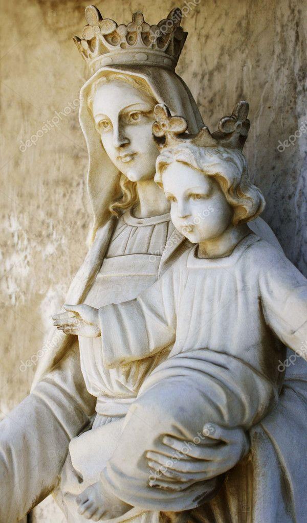 Meryem Ana Heykeli Tutan Meryem Ana Heykeli Bebek