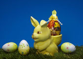 Easter bunny bring egg — Stock Photo