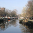Houseboats on a canal — Stockfoto