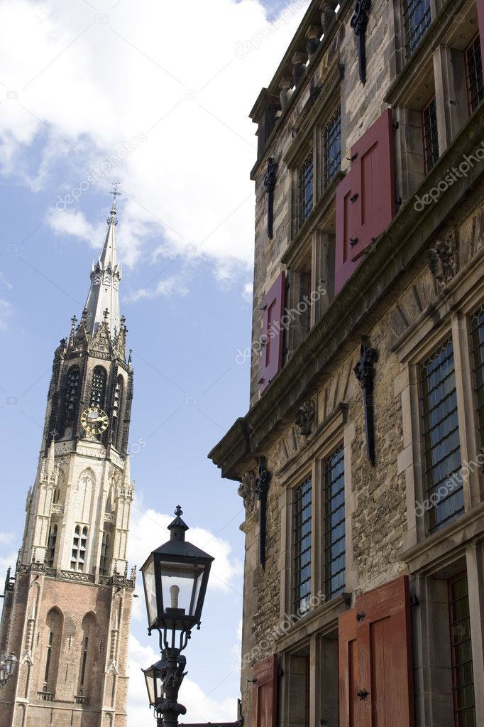 Medieval Delft, home and birthplace of Johannes Vermeer. View on 'Nieuwe Kerk' last resting places of all Dutch the kings and queens — Stock Photo #8728429