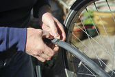 Fixing flat bicycle tire — 图库照片