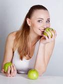 Chica con manzana — Foto de Stock