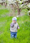 Bambino in giardino — Foto Stock