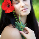 Girl with poppy flower — Stock Photo