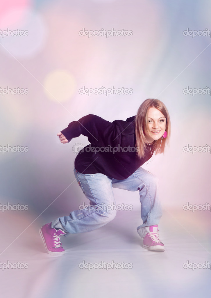 Beautiful girl dancing hip-hop — Stock Photo #8830590