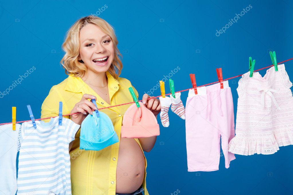 Фото женщины развешивающей белье 18 фотография