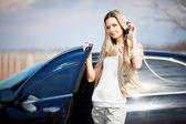 Araba ile kız — Stok fotoğraf