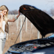 Girl with broken car — Stockfoto