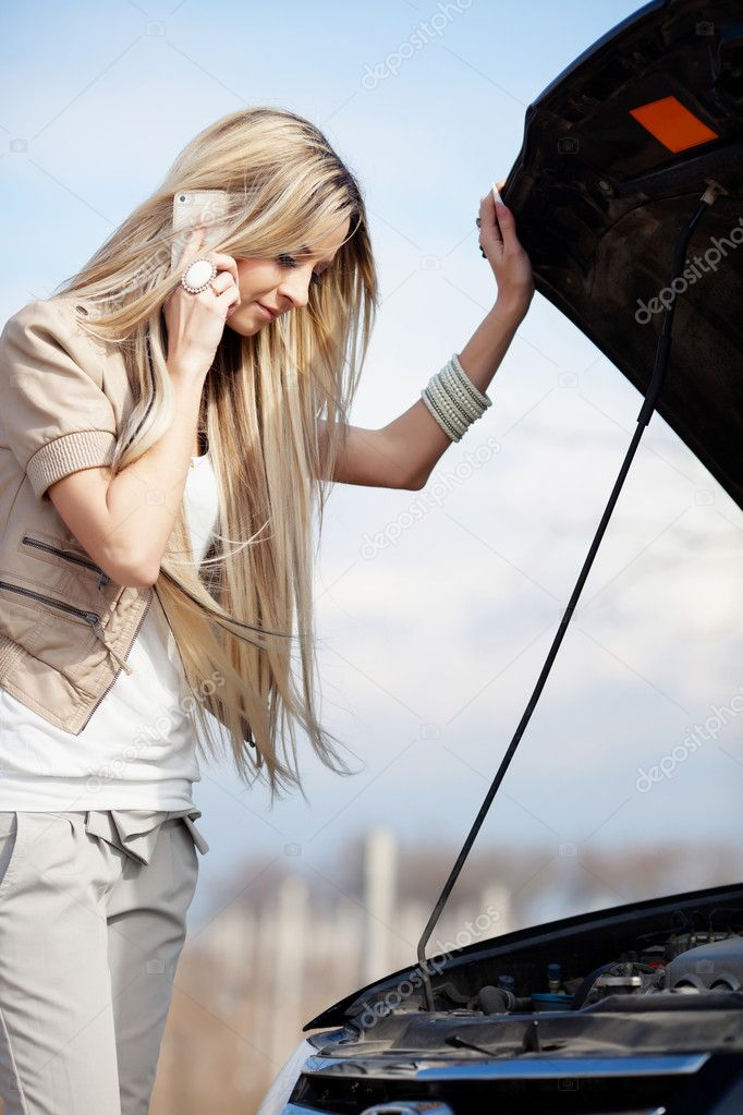 Beautiful blond girl calling cellphone near her broken car — Stock Photo #9686395