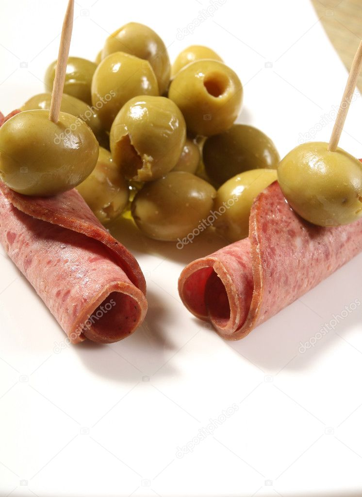 Fresh salami with olives — Stock Photo #9294626