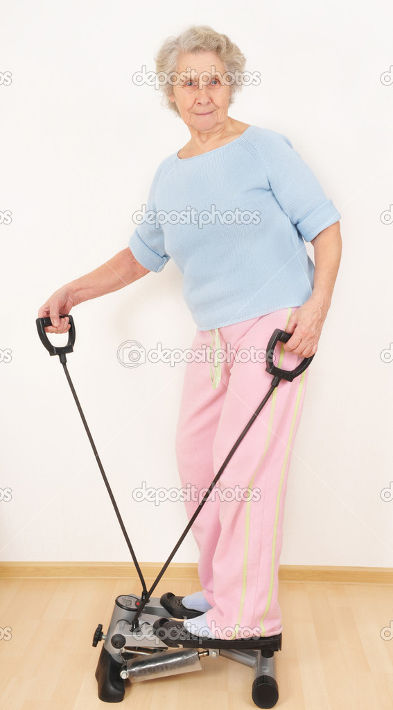 Granny do morning exercise on trainer — Stock Photo #8443604