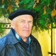 Elderly man on autumn background — Stock fotografie