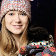 Beautiful young girl in winter hat and mittens — Foto Stock